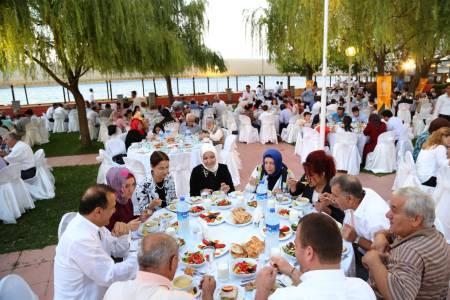AK Parti Sapanca ailesi iftarda buluştu