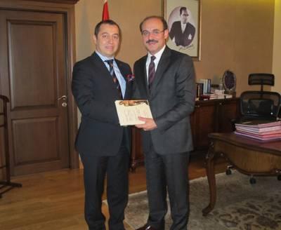 YTB Başkanını Macaristan'a davet etti