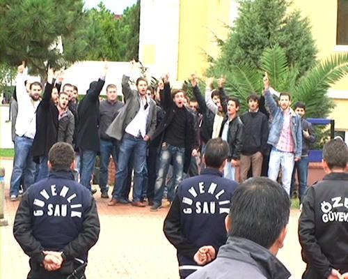 YÖK'ü protesto ettiler