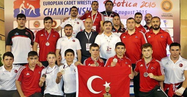 Milli takıma destek için Sırbistan'a gittiler