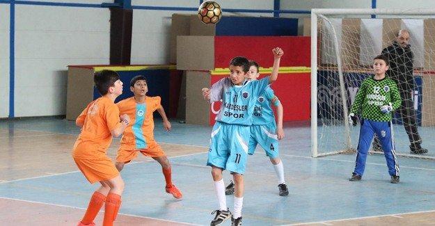 Okullar arası futbol turnuvasında final