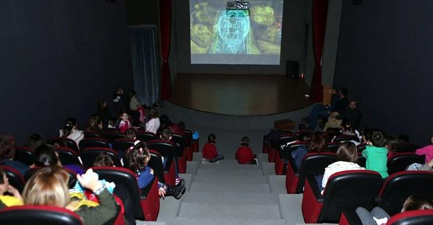 OSM'de miniklerin film keyfi