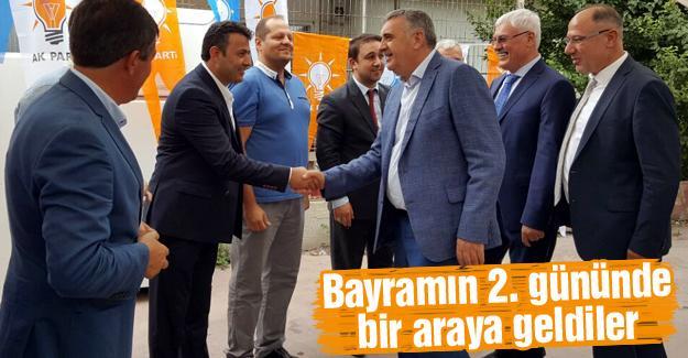AK Parti Adapazarı'nda bayramlaşma coşkusu