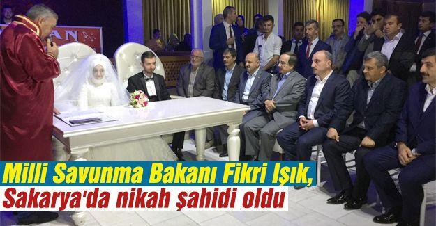 Bakan Fikri Işık Sakarya'da nikah şahidi oldu