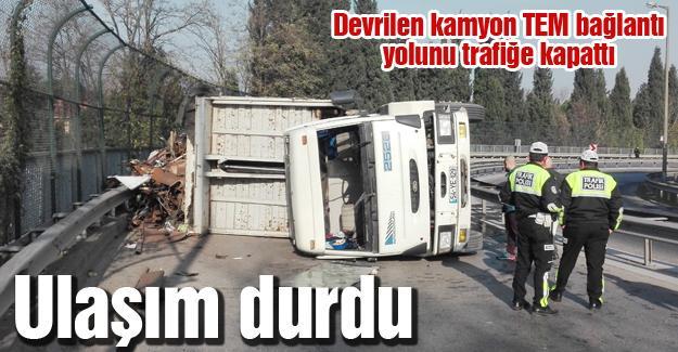 Devrilen kamyon TEM bağlantı yolunu trafiğe kapattı