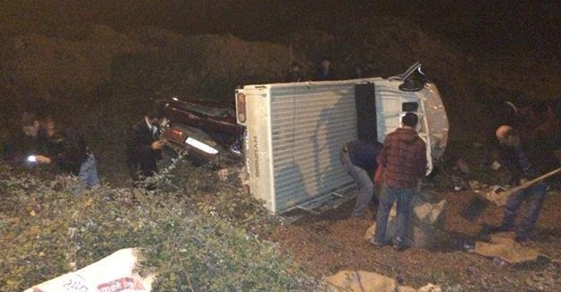 Fındık yüklü kamyonetle  otomobil çarpıştı: 3 yaralı