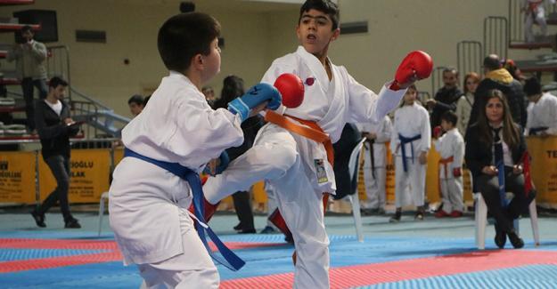 Öğretmenler Günü Karate İl Turnuvası sona erdi