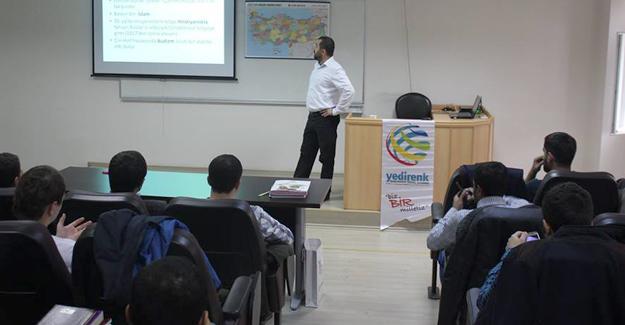 """Yedirenk Akademi'de """"Türkiye'nin Asya siyaseti"""" konuşuldu"""