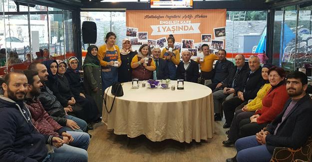 AK Parti Adapazarı Engelsiz Kafe'yi ziyaret etti