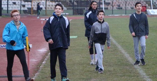 Atletler kışa aldırmıyor