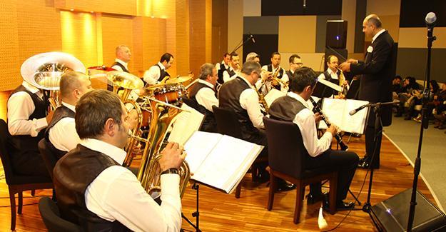 Kent Orkestrası yeni repertuarıyla göz doldurdu