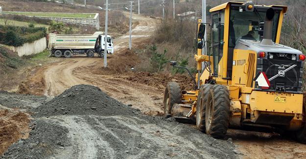 Sapanca'da yol genişletme çalışmaları devam ediyor