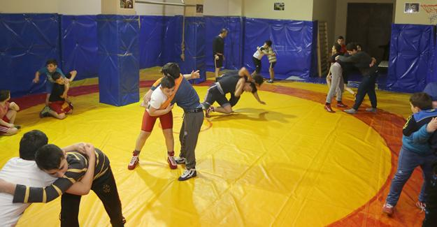Güreş Şampiyonası Sapanca'da gerçekleşecek