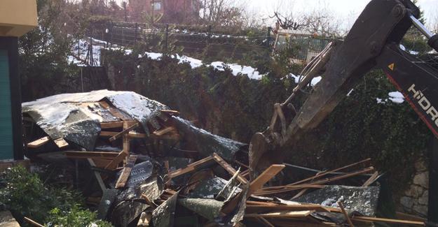 Sapanca'da kaçak yapılar yıkılıyor