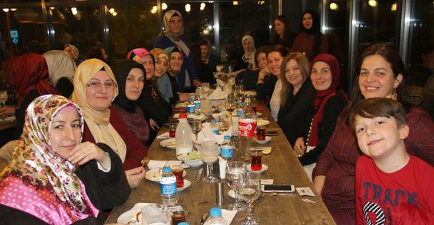 Adapazarı HEM'den Kadınlar Günü yemeği