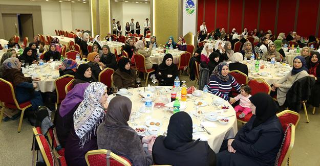 Toçoğlu sığınmacı kadınlarla bir araya geldi