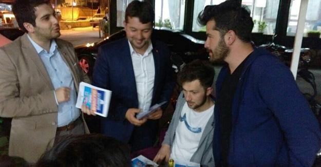 AK Gençlik Pamukova'da 'Çat Kapı' yaptı