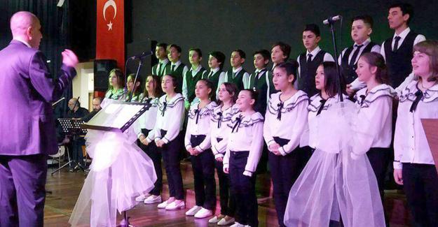 Arif Nihat Asya'da muhteşem yılsonu konseri
