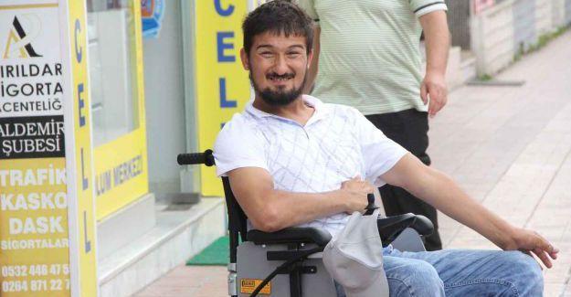 Akülü sandalyesi yenilendi mutluluğu gözlerinden okundu