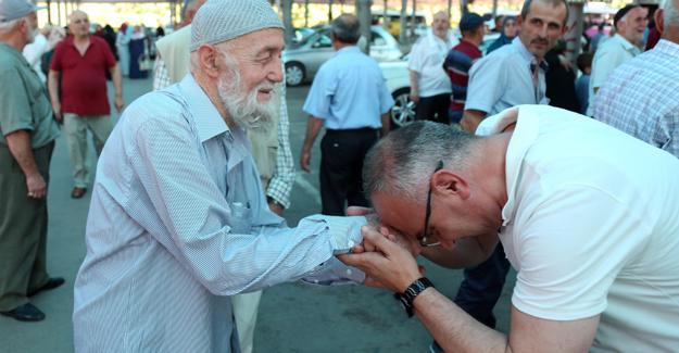 Sapanca'da hacı adayları dualarla uğurlandı