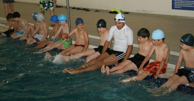 Anneler ve çocuklar artık yüzüyor