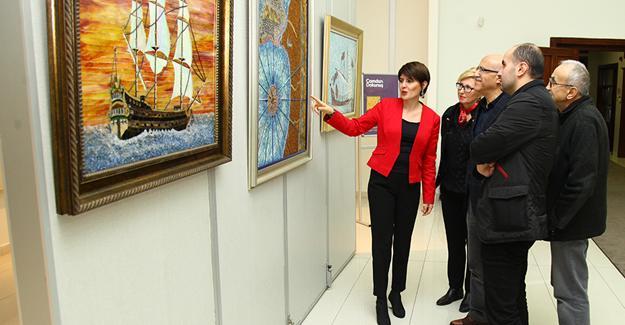 Camın en renkli hali Galeri'de