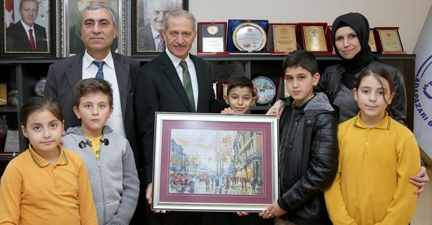 Başkan Dişli'ye puzzle sürprizi