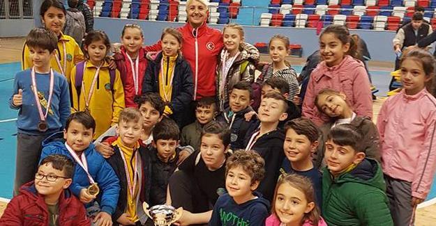 Judocuların madalya sevinci