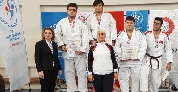 Judocuların final sevinci