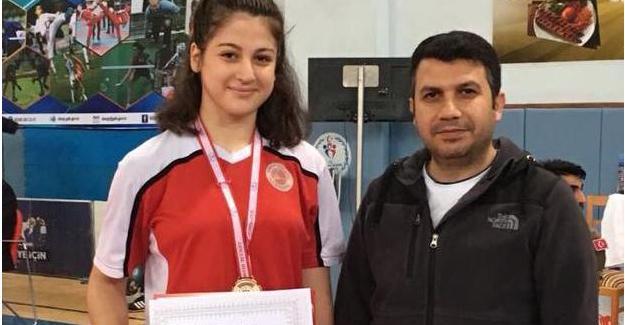 Kick Boks'ta Şampiyon; Sude Özbek