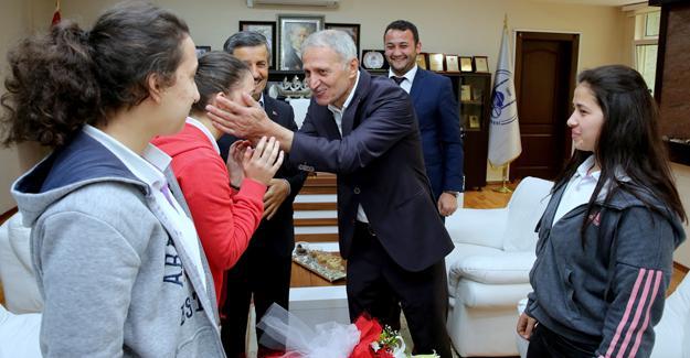 Öğrencilerden Başkan Dişli'ye ziyaret