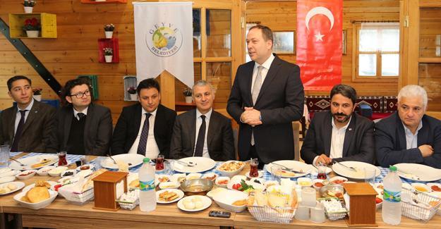 Başkan Altuğ Geyve Yöresel Ürünler Üretim Merkezini inceledi