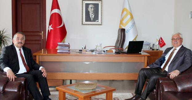Mustafa Ak Başkan Karakulukçu'yu ziyaret etti