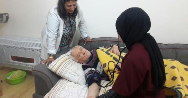 Yaşlı ve hastalara moral oldular