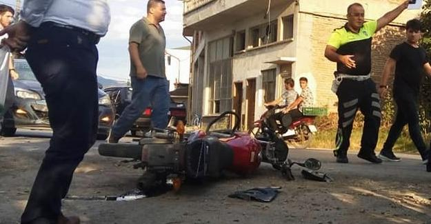 Motosiklet ile otomobil çarpıştı: 2 yaralı