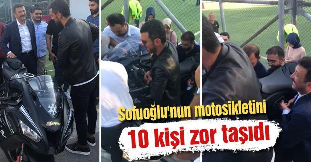 Sofuoğlu'nun motosikletini 10 kişi zor taşıdı