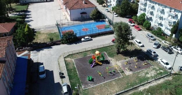 Adapazarı Belediyesi'nden basket ve futbol sahaları