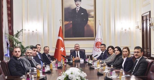 Baro'ndan Adalet Bakanı Gül'e ziyaret