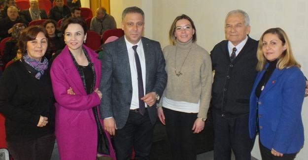 """""""8 Mart kadın haklarının sembolüdür"""""""