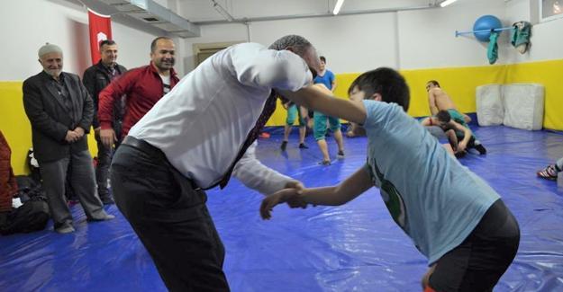 Başkan Kılıç güreşçileri ziyaret etti
