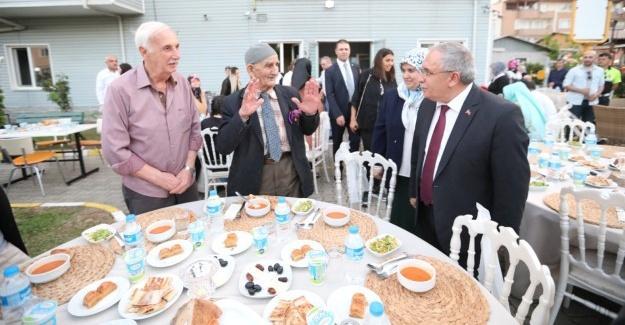 Vali Nayir Huzurevi sakinleriyle iftarla buluştu