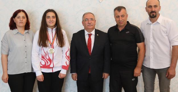 Şampiyon boksörden Vali Nayir'e ziyaret