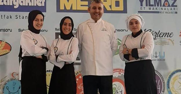 Aşçılık öğrencileri festivalden madalyalarla döndü