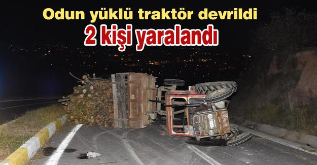 Odun yüklü traktör devrildi! 2 kişi yaralandı
