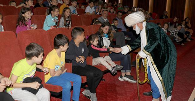 Çocukların tiyatro sevinci