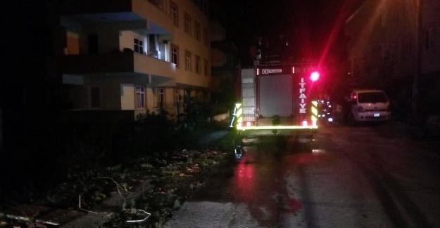 Ev yangını itfaiye ekiplerince söndürüldü