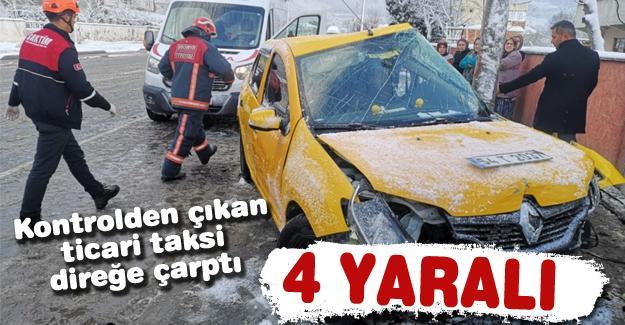 Kontrolden çıkan ticari taksi direğe çarptı! 4 yaralı