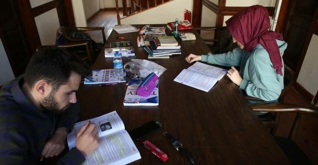 Sınavlara hazırlanan öğrencilerin adresi Alicanlar Konağı