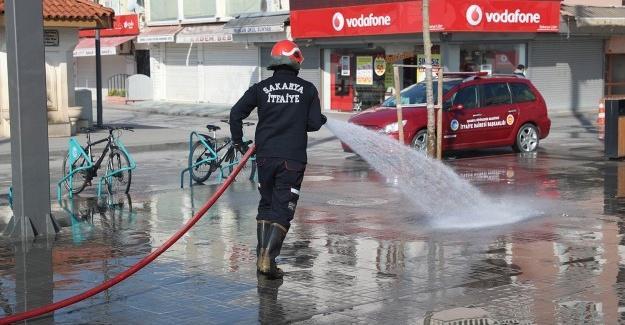 Meydan ve caddeler yıkanıyor