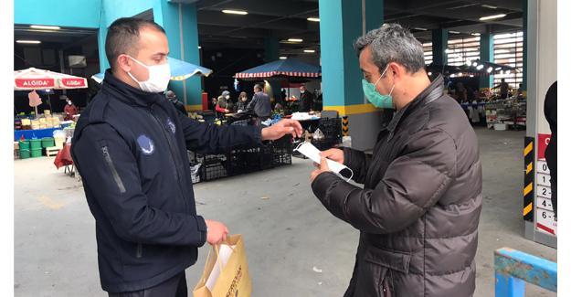 Serdivan Belediyesi alışveriş öncesi maske dağıttı